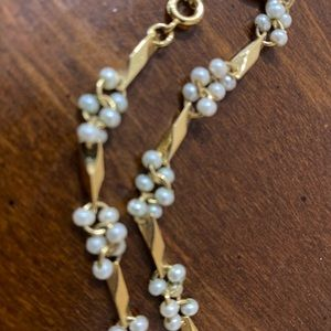 Jewelry - Tiny gold n white bead necklace